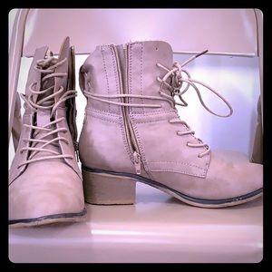 Women boot size 7